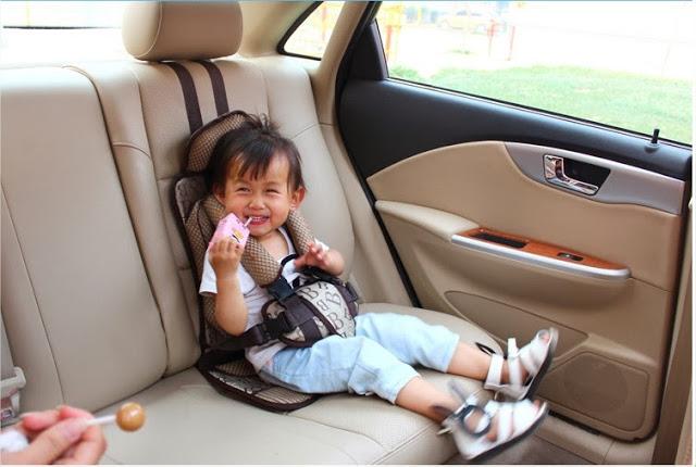 Kết quả hình ảnh cho lai xe ô tô có trẻ em