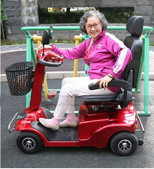 Xe điện Esko scooter deluxe cho người già Chợ bán sản phẩm xe điện đẹp tốt cao cấp uy tín giá rẻ